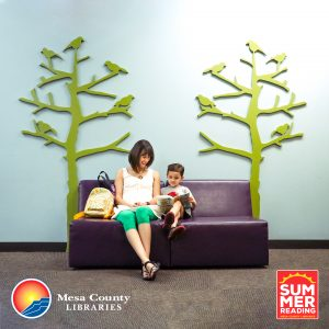 Picture of a woman and child reading at the library